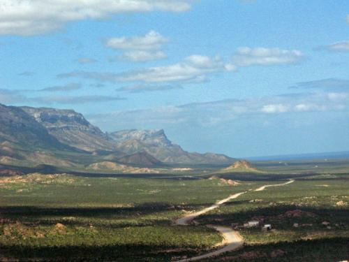 ハディボから峠を越えると<br /><br />カランシアが見えてきた。