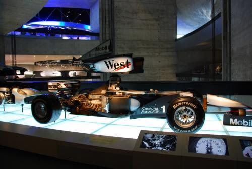レーシングカーの内部。