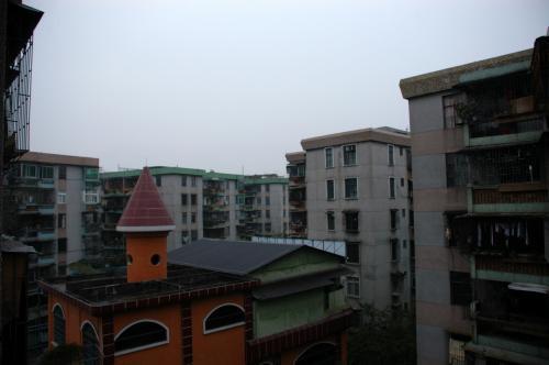 朝からあいにくの雨。<br />広州へ来てから毎日寒いので、雨が降ると一段と気が滅入る。<br />ただ、気温は少し高めになった感じ。<br /><br />では、朝一番の船に乗り、香港へと出かけてきたいと思います。