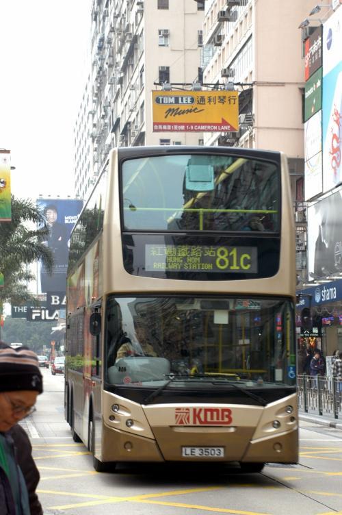 一般の公共バスですけど、綺麗で恰好良いですね。