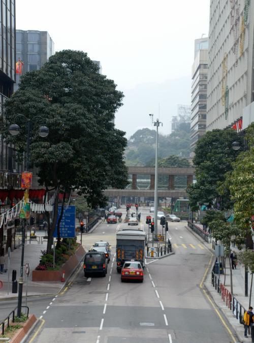 麼地道。<br />この先には、消防総局大楼。右手奥は日航ホテル。<br />反対側(背)には、九龍(クーロン)シャングリラなど。