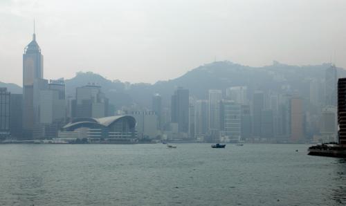 香港島の湾仔周辺。<br />会議展覧中心と中環広場ビルが見えています。