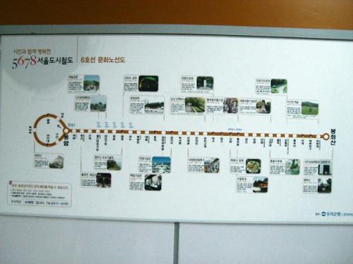 地下鉄のホームんとこにこんなのあった。<br />観光場所や名所的な案内?<br />今まで気づかなかったな〜。