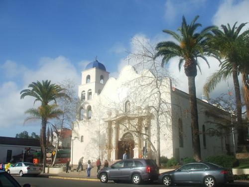 写真:オールドタウンの中心に建つ『Immaculate Conception Church』この先にサンディエゴ州立歴史公園がある。