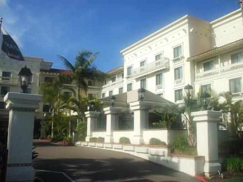 写真のコートヤードはサンディエゴの観光スポットの1つである「オールドタウン」にあり、周辺観光に誠に便利。