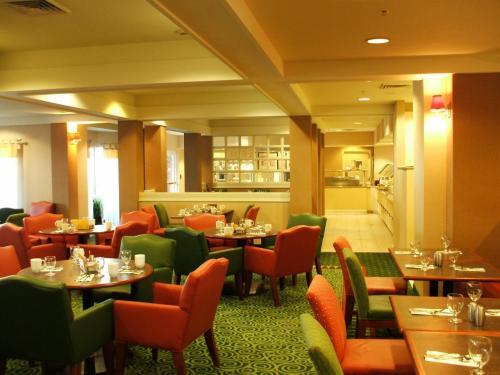 ホテルのロビー横にあるレストラン。