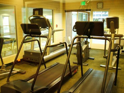 ホテルのエクササイズ・ルーム.<br />本日は、睡眠不足と時差で、とてもトレーニングする気力なし。