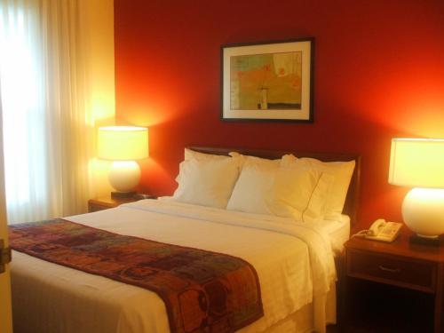 綺麗に整えられたベッドルーム(写真)。1人で使うにはもったいない。