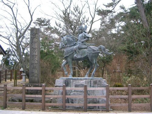 奥州勿来の関跡にある源義家の像です。