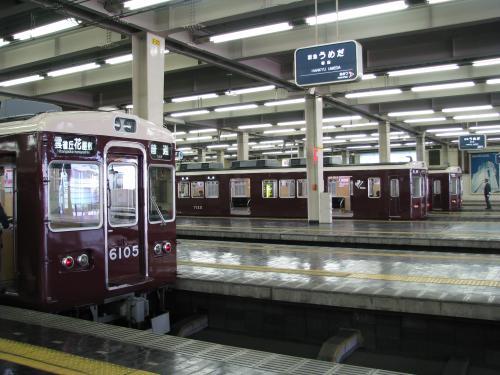 再び、阪急電車に乗って今度は、阪急宝塚線の曽根駅に向かいます。<br />それにしても、阪急の梅田駅は壮観ですね。<br />多分、ターミナル(終端式)では日本一の規模じゃないでしょうか?