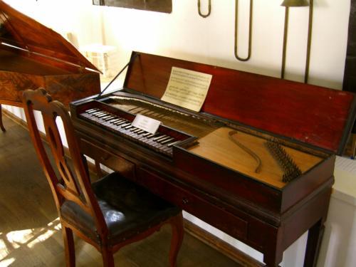 古楽器の音色は温かく澄んでいて、聞いていてとても心地よかったです。