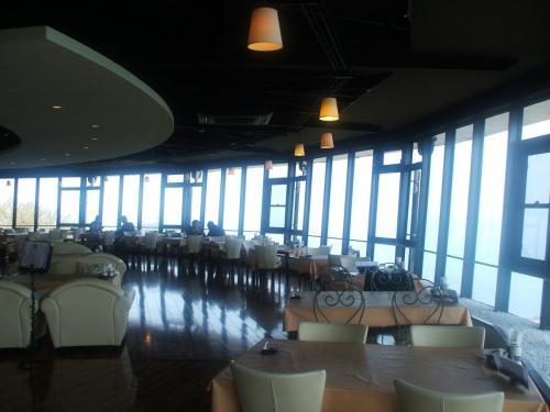 鳥羽展望台・食国蔵王のレストラン「ヴィスタ・マーレ」(写真)ここでランチを食べる。
