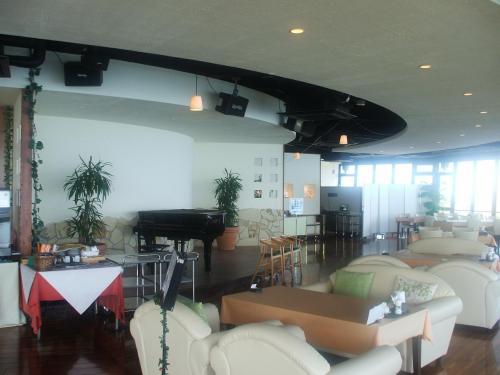 店内は非常に洗練されており、高級レストランの雰囲気がある。