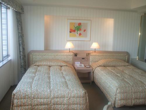 903号室のツインベッド。この部屋は定員5名となっているが、全員大人であれば4名くらいが妥当であろう。