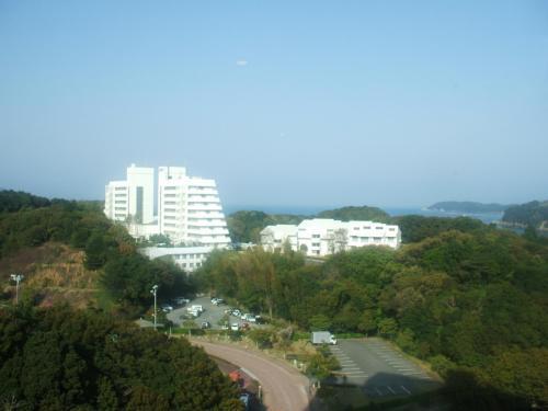 902号室からの眺め。アネックス棟は17階まであり、上層階になれば壮大な鳥羽湾の眺めが楽しめる。