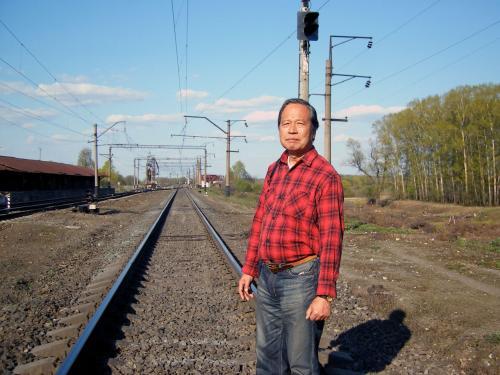 (オマケ)<br /><br />シベリア鉄道の線路<br />前方が東つまり日本方面です。