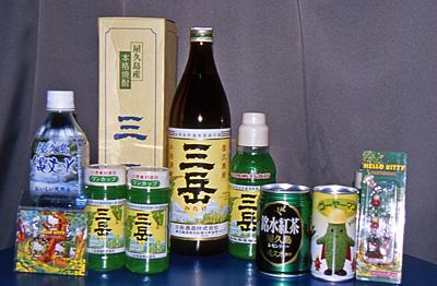 お土産に「三岳」を沢山買ってきました。<br />その他に縄文水で入れたレモンティーやらゴーヤジュースやら…。<br />液体モノばかり持ち帰ったので重かったです。<br />送ればよかった…。