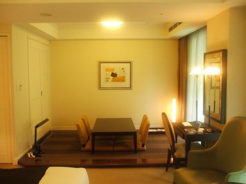 客室の和室。床は畳ではなくフローティングとカーペット敷きになっている。室内専有面積は約46?。これでもエクシブ京都の一番狭い部屋である。