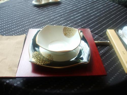 ランチのコースメニューの中から「楊貴妃」(2625円:税込、サ別)を注文する。これが一番安いランチのコースメニューである。写真:飾り器