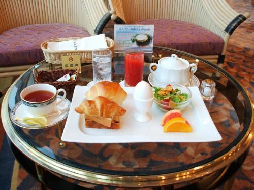 ラウンジ「シーガル」でのコンチネンタルの朝食。シーガルの営業時間は7:30〜22:00(休前日は23:00)と長いのでいつでも気が向いた時に利用できる。