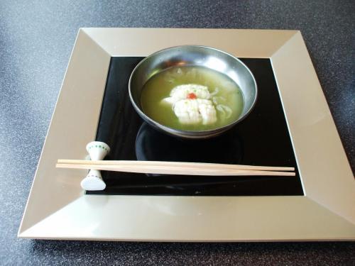 椀盛:おくらすり流し仕立<br />鱧(はも)、胡麻豆腐、白きくらげ、梅肉、柚子等が入っている。<br />淡泊な味であまり印象に残らない。