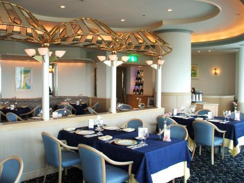 2日目の夜は本館にあるレストラン「ラ・ペール」に行く。本格的なフランス料理が味わえる。