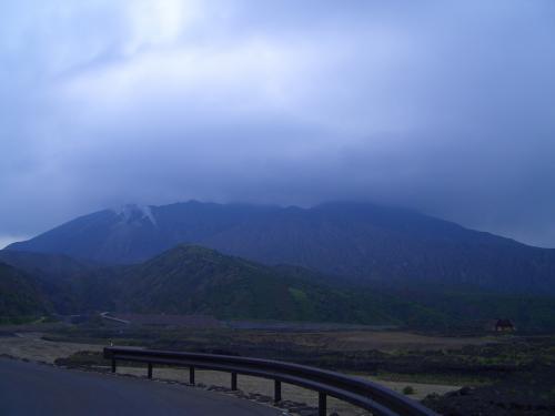 今もなお活動を続ける桜島。<br />天気が悪くてキリが出ているが、晴れていると山頂から煙が上がっている