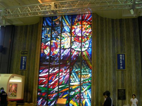 仙台駅に着きました。<br />改札を出たコンコースには綺麗なステンドグラスがありましたよ。