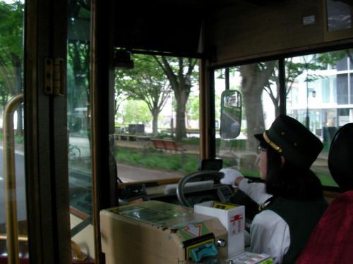 帰りの飛行機までの時間を潰すために、るーぷる仙台( http://www.kotsu.city.sendai.jp/bus/loople/loople.html )という市内観光バスに乗りました。そのバスの運転手さん、女性の方でした。