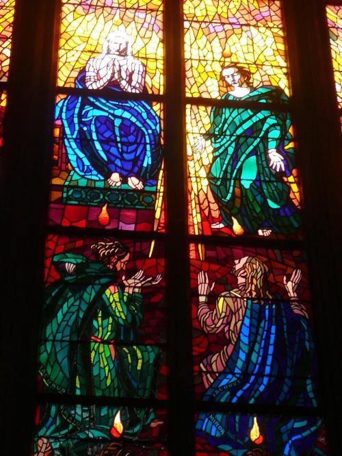 聖ヴィート教会のミュシャのステンドグラス<br /><br /><br />アルフォンス・ミュシャは、19世紀末から20世紀始めの転換期を華麗に生きた芸術家です。新しい芸術の潮流、アール・ヌーヴォーの第一人者としてミュシャは多様な作品を生み出しました。<br />