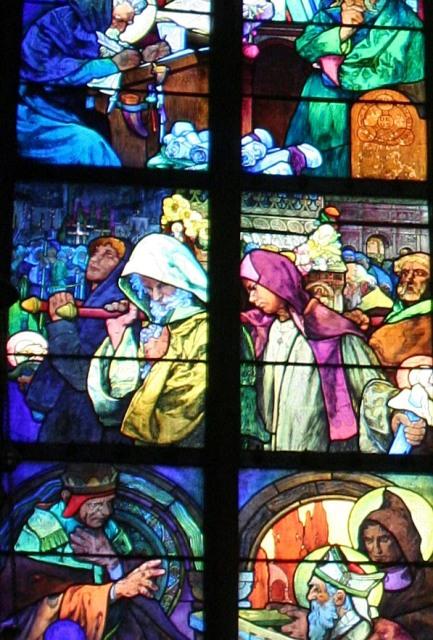 聖ヴィート教会のミュシャのステンドグラス <br /><br />アルフォンス・マリア・ミュシャは19世紀に花開いた『アール・ヌーヴォー』の巨匠として、その名を世界に知らしめています。『アールヌーヴォー』は機械的なもの、工業的なものへの反動から生れたスタイルです。この新しい様式の中には女性的で優しいもの、自然を象徴するもの、植物的な図柄が流れるような曲線で表現されています。ミュシャは絵画の分野でのアール・ヌーヴォー様式を確立した人物として高い評価を得ています。その人気は1世紀絶った現在も衰えることなく、多くの人を魅了しています。<br />
