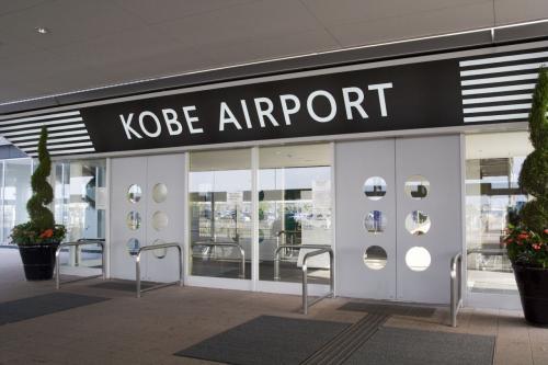 やってきました、UKB(神戸空港)に。<br /><br />空港間を飛行機ではなく、船で……。<br />なんだろ、この違和感。<br />