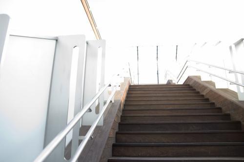 UKBは二度目なのですが、前回は時間がなかったので、展望デッキにはいけませんでした。<br /><br />そんなわけで、さっそく展望デッキに。<br />さぁ、この階段の上にありますよ!