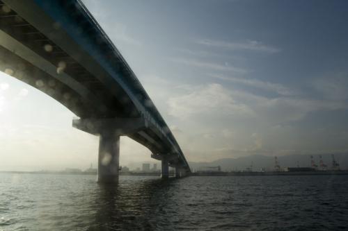 夕暮れになりつつある、神戸スカイブリッジを……。