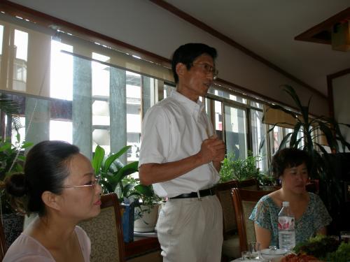 小林恒夫日本人教師会会長<br /><br />日本語教育に再度力を入れ始めている延辺。ふれあいの場が出来、日中交流がますます盛んになる中、小林先生の活躍が期待されます。
