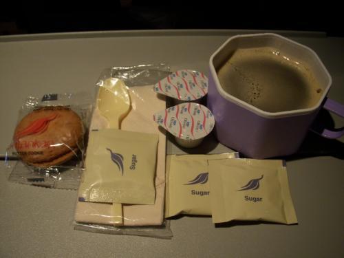 食事の間にコーヒーをお願いしたところ、クッキーも一緒にサービスしてくれました!