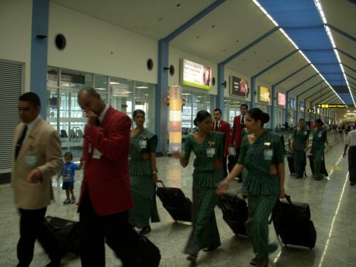 スリランカ航空のクルーです。<br />スチュワーデスさんのユニフォーム結構好きです!