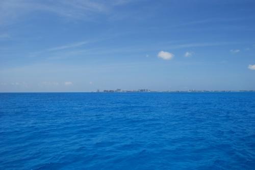 見てください、この海の色・・・