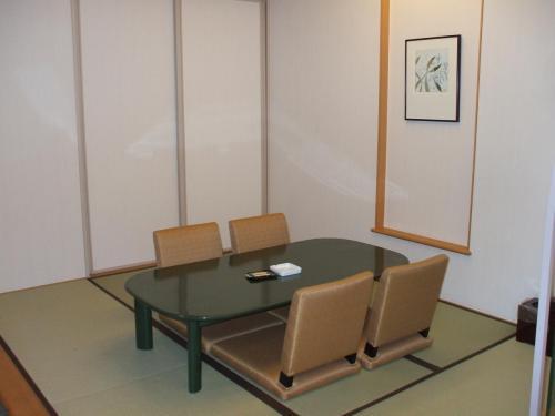今回は妻と2人旅なので和室はほとんど使わない。事実上、荷物置き場になってしまう。もったいない!