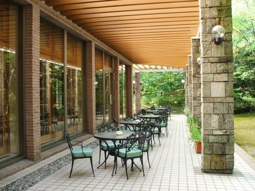 ラウンジの外にはテラス席があり、ここでもコーヒーが飲める。ただ、日中は少し暑いのでラウンジ内でくつろぐ。