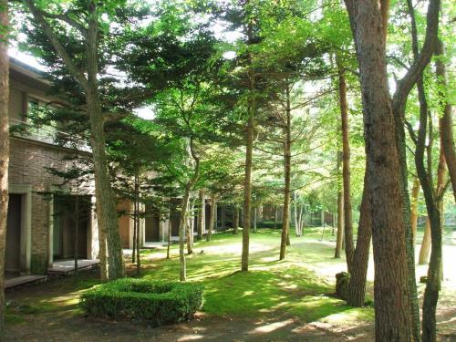 中庭を取り囲むように客室が作ってあり、1階の部屋からは直接、庭に出られる。