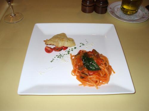 パスタ料理:夏野菜のリングイネ キスのフリット添え