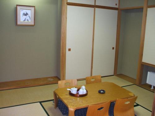 6畳の和室。障子を閉めればリビング・ダイニングルームから見えなくなるのでプライバシイーもOKである。