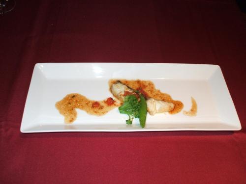 魚料理:スズキのポワレ ヴィネグレットのソース