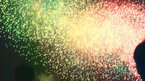 今年は連続花火が その音と光で圧倒してくれます。