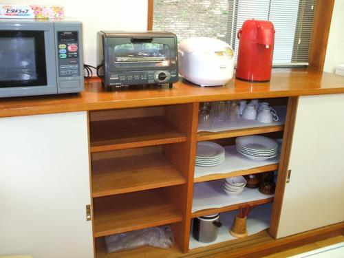 大型冷蔵庫・電子レンジ・炊飯器・トースター等、何でもそろっている。