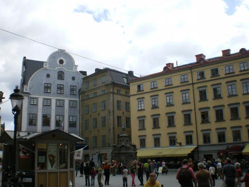 王宮そばの広場。