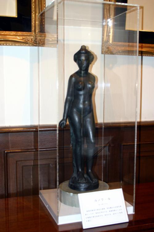 ルノワールの晩年の頃の作品「裸婦」<br />ブロンズ製だそうな・・・<br />こんな所でルノワールの作品に出会えるとは!