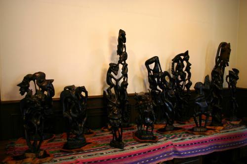 ピカソのキュビスムに影響を与えたと言われる<br />東アフリカ、マコンデ族の木彫。<br />面白い彫刻で、なるほどキュビスムっぽい・・・と納得しました。