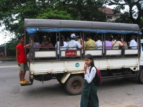 乗り合いタクシー。<br />ひどくぎゅうぎゅう詰めになることもある。